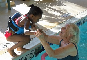 kendal at Oberlin member helping young girl in pool